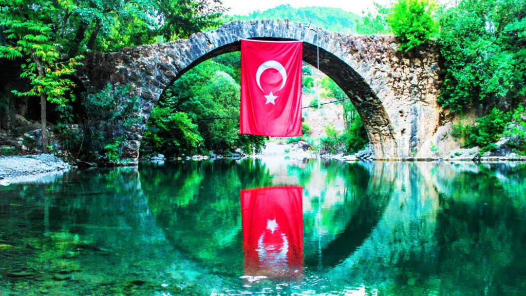Republikken Tyrkiet er et eurasisk land, der dækker halvøen Anatolien i det sydvestlige Asien og Thrakien i Sydeuropas Balkanregion